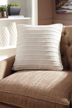 pillows - 1195589344_a1000454p-b3